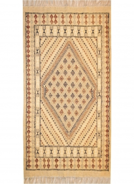 Berber carpet Rug Margoum Teskreya 112x206 Beige (Handmade, Wool, Tunisia) Tunisian margoum rug from the city of Kairouan. Recta